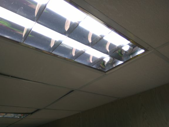 LED環保照明改裝(照片是由48W光管通轉做18W LED光管通),省電達7成,光度比傳統高1/3。