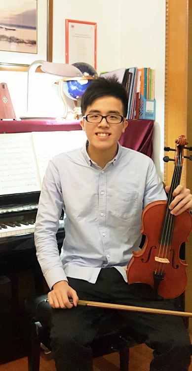 Mr Charlie Wong ,21歲,男,教學經驗3年,學生人數7人。