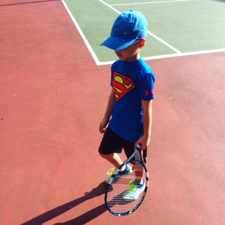 Super baby on court