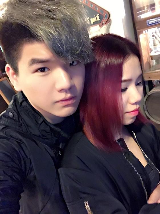 幫女朋友整左隻紫紅色