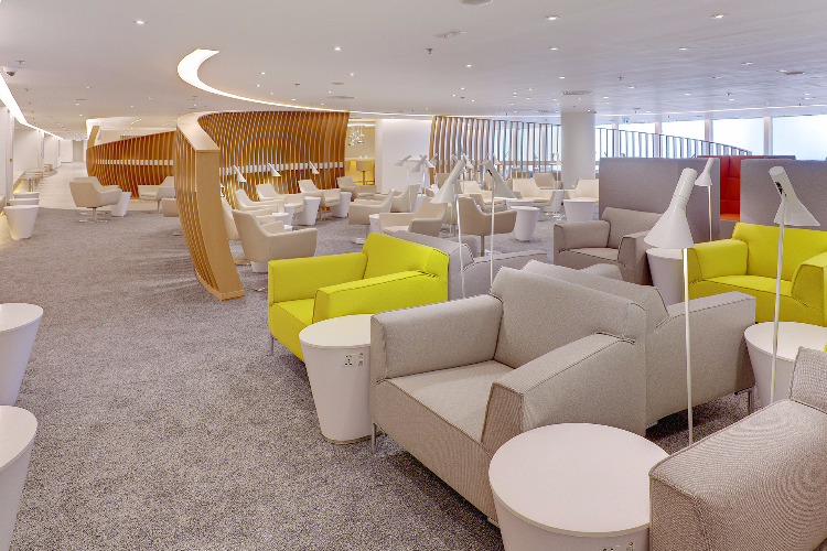 hong kong international airport - skyteam lounge
