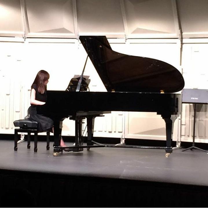 曾在荃灣大會堂公開表演鋼琴獨奏