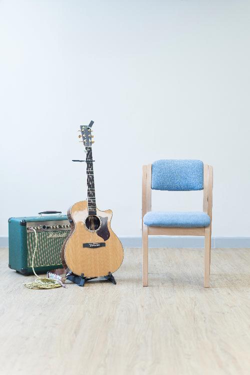我哋上堂會提供樂器俾學生,可以唔洗帶自己樂器:呢個setup係民謠木結他(Acoustic)!