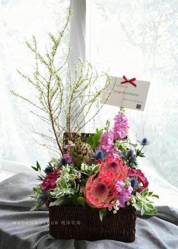 Opening  flower basket. 開張花籃 (桌上)