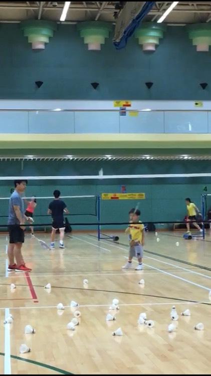 5歲小朋友已掌握發球技術