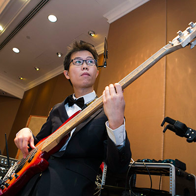 Professional Bass Player from Ritzy Live!