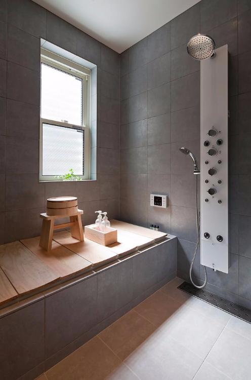 屋主將套厠改為日式浸浴間,不說不知,這裏加設了迷你桑拿爐