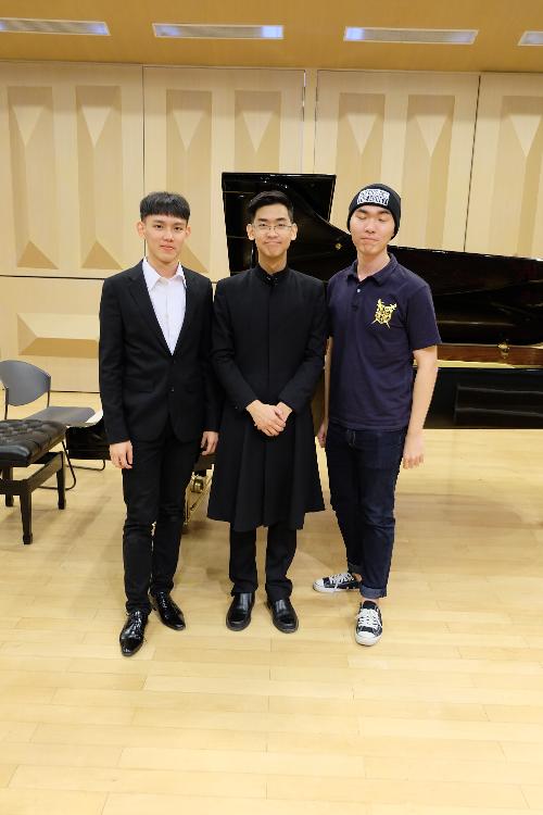 大二時與朋友辦聯合鋼琴音樂會