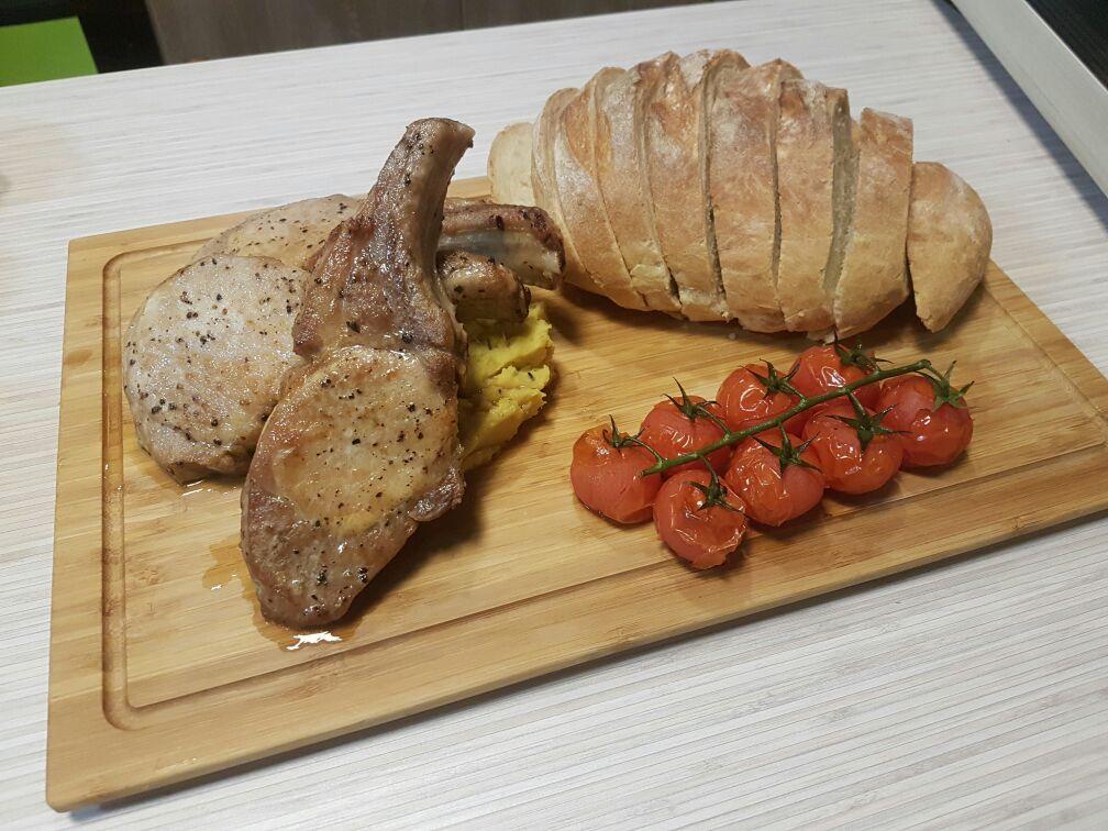 香草焗豬鞍配甜薯蓉,自製麵包