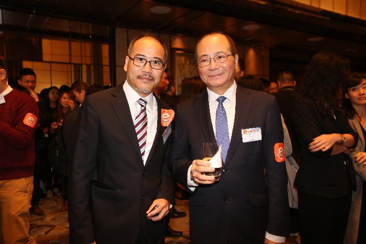 本會會長曹雪聰先生與教育局局長吳克儉太平紳士