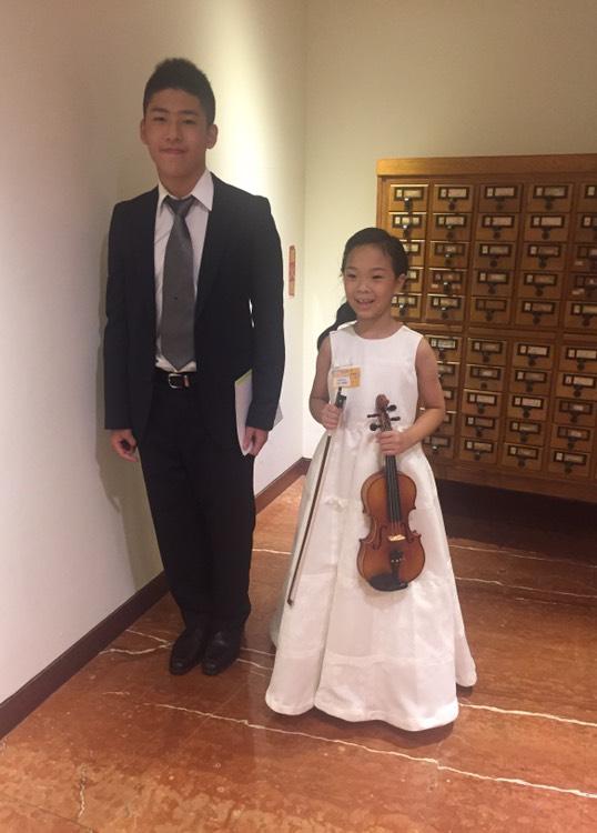 國小一年級學生參加新唐人小提琴比賽獲得優等成績