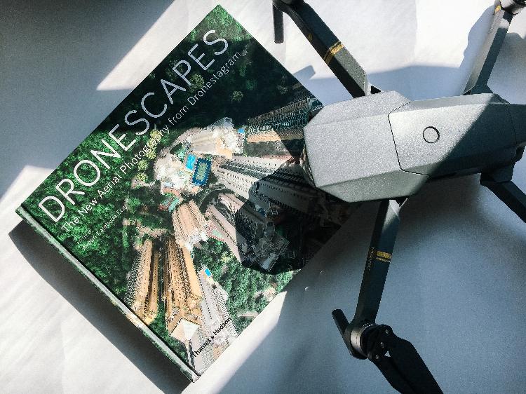 照片被選定為封面。一本是無人機拍攝相冊。