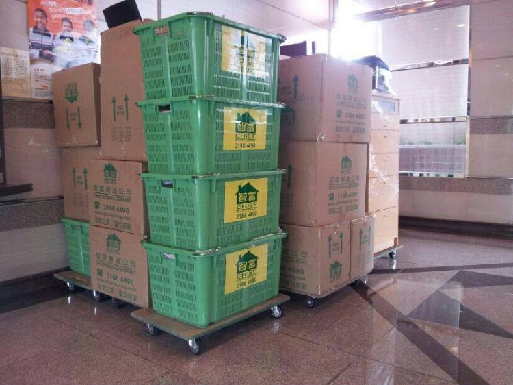 包裝雜物之紙箱及膠籃