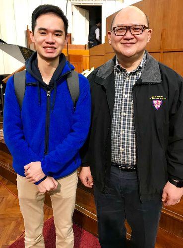 本人跟伯樂音樂學院手機鋼琴導師李恩添博士之合照