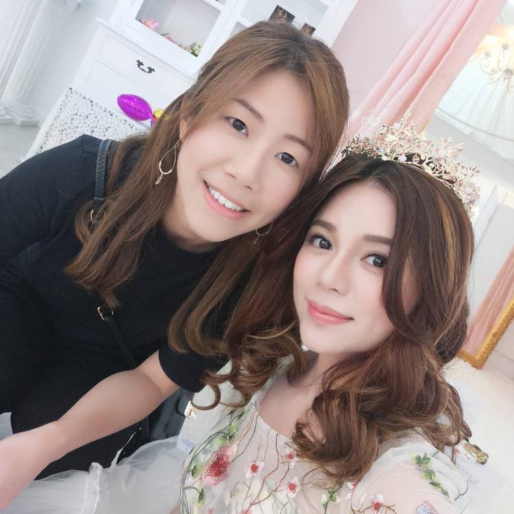 TVB小花陳潔玲為婚紗店拍攝宣傳硬照, Kelly好高興可為她化妝set頭。
