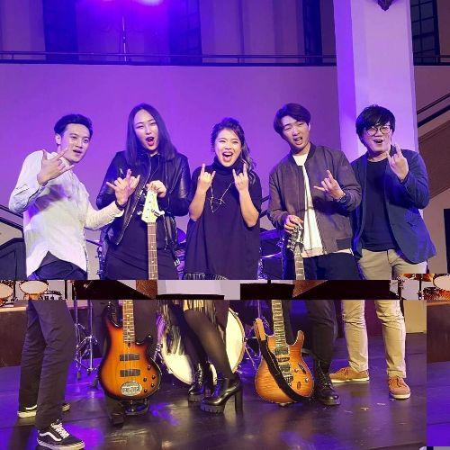 在台北中山堂樂團演出
