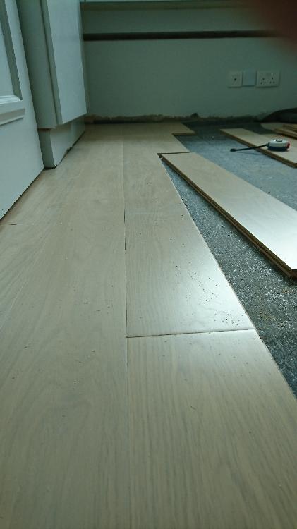 鋪設各種地板 包括實木、覆合、纖維、無縫、膠地板等