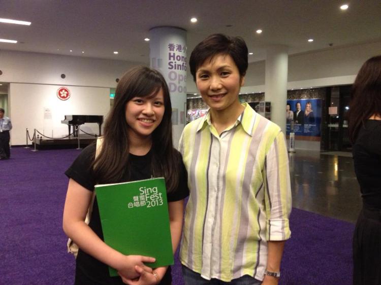 參與本地合唱團,曾與香港小交響樂團同台演出